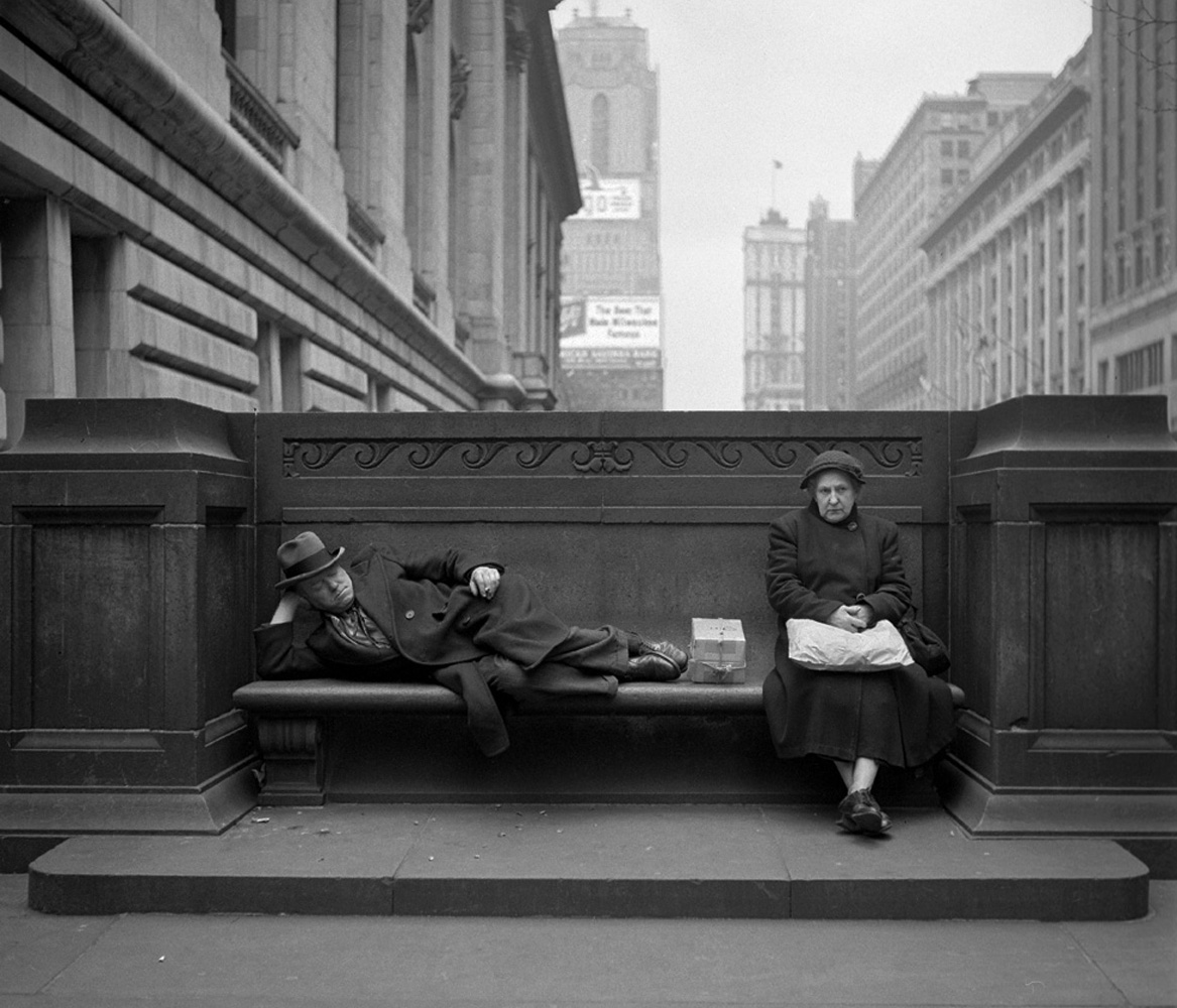 Sharing a public bench, NYC, 1948