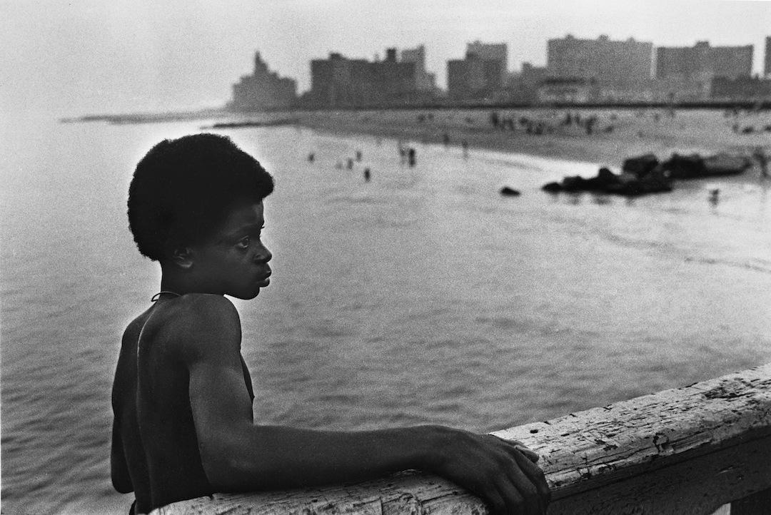 Boy to jump off pier, 1980