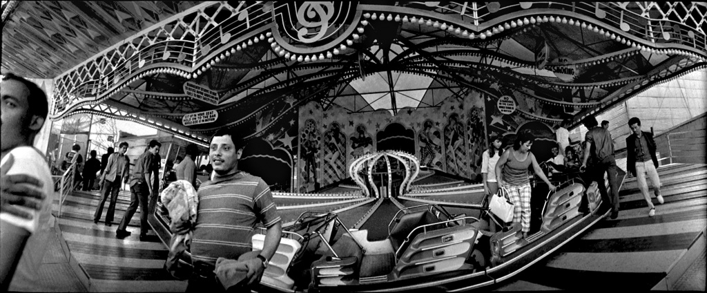 Widelux carousel, 1974