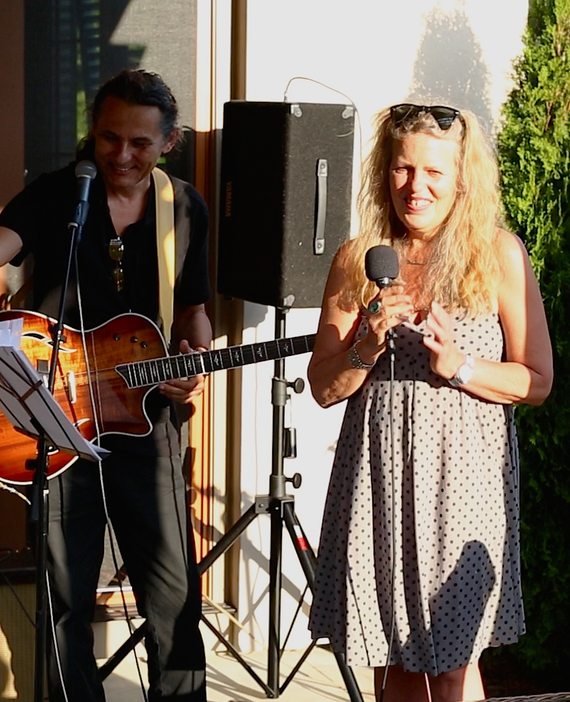 Jazz singer Greta Bro with guitarist Luciano