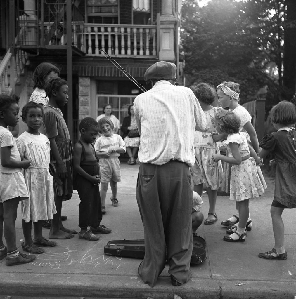 Children with fiddler in Brooklyn, 1949