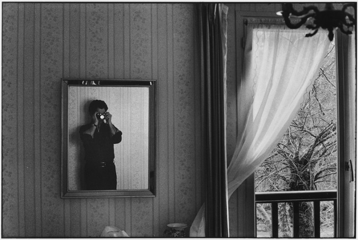 Elliot Erwitt self portrait, Orleans, France, 1974 © Elliot Erwitt