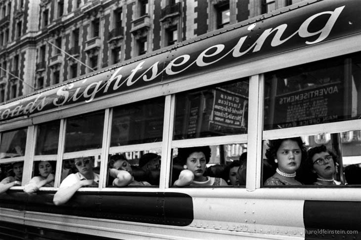 Sightseeing Bus, NYC, 1956, © Harold Feinstein