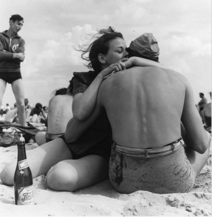 Coney Island Embrace, New York City, 1938, gelatin silver print, Orkin/Engel Film and Photo Archive.© Morris Engel