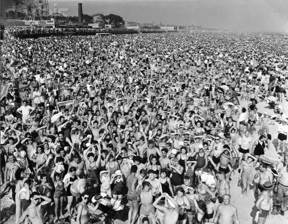 Afternoon crowd at Coney Island, Brooklyn, © Weegee, 1940, ©International Center for Photography